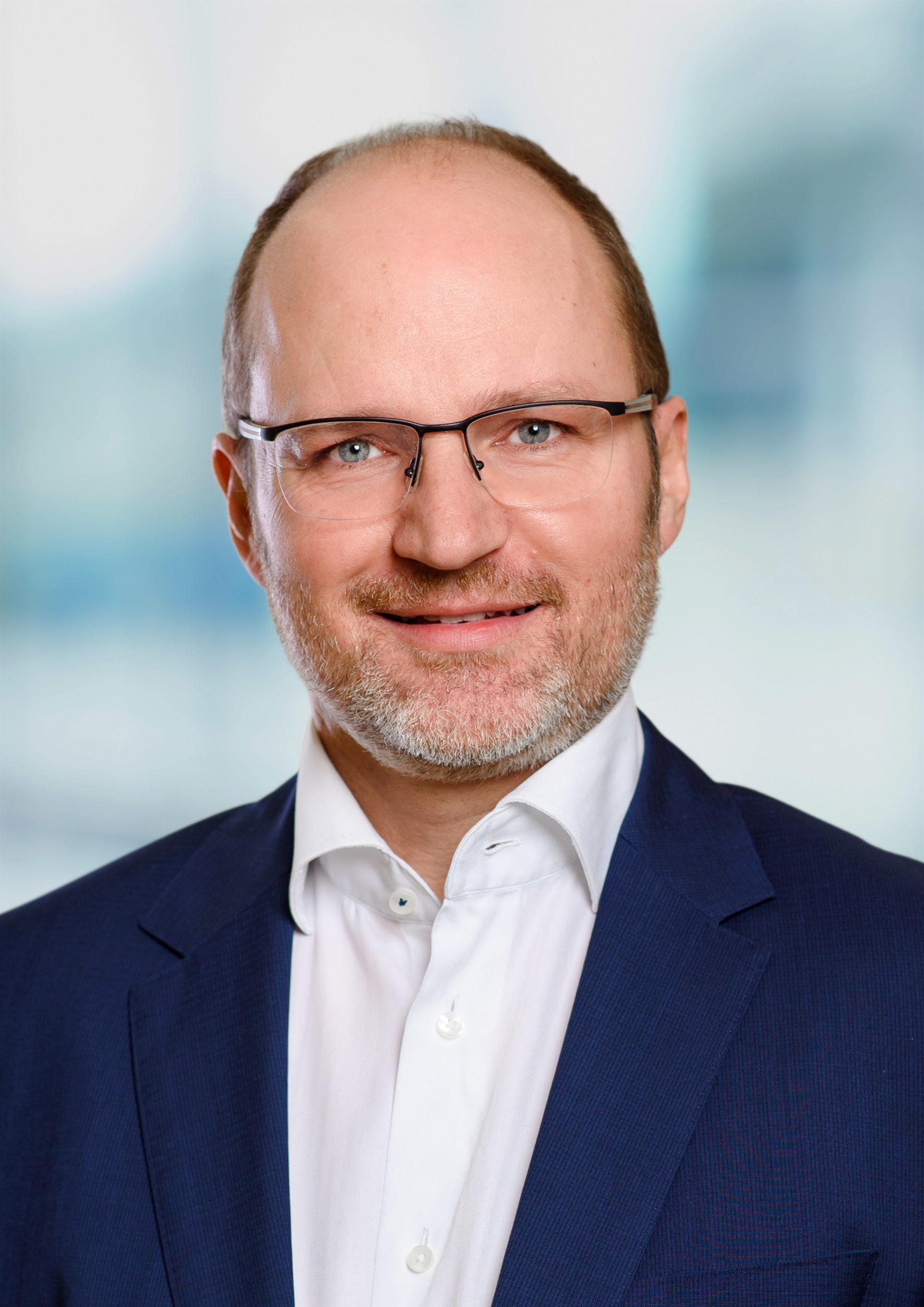 Dr. Florian Forster